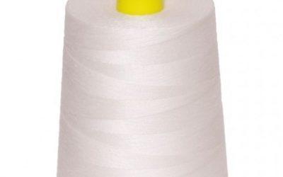 Bobinas de hilo blanco